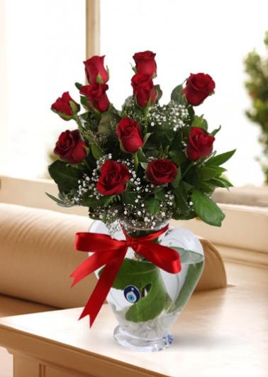 Kalp Vazoda Kırmızı Güller