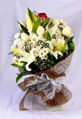 İzmir Beyaz Çiçek Buketi
