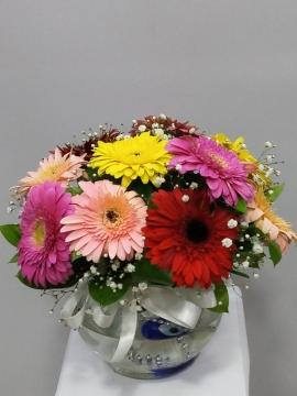 Cam Vazoda Karışık Çiçekler