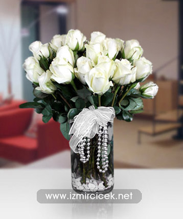 Vazoda Kristal Beyaz Güller