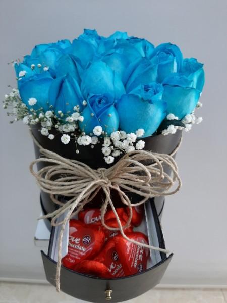 Kutuda Mavi Güller ve Çikolata