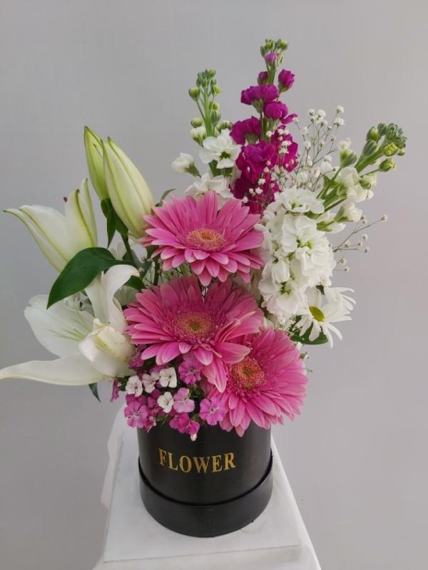 Kutuda Pembe Beyaz Çiçekler