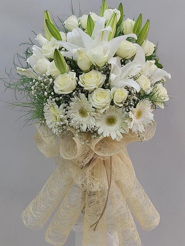 Beyaz Gül Lilyum Çiçek Buketi