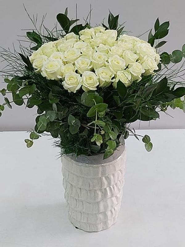 Özel Vazoda Beyaz Güller