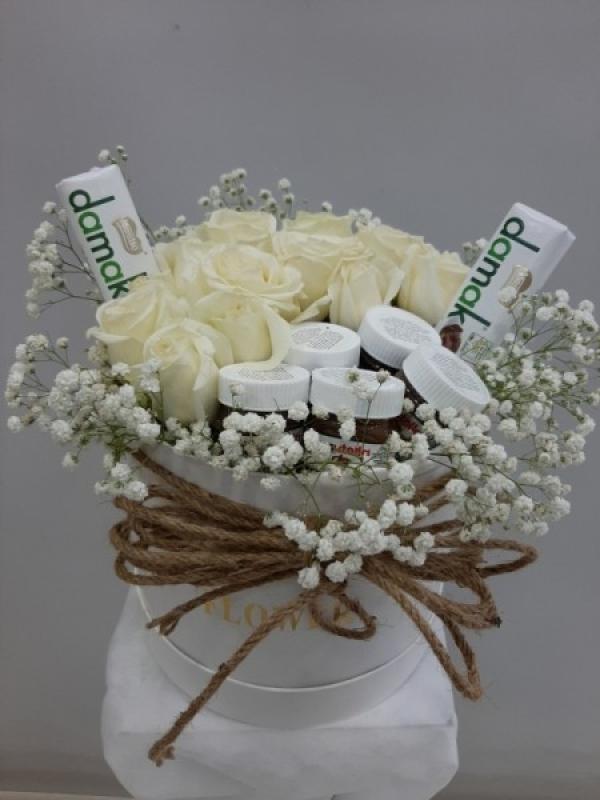 Kutuda Beyaz Güller Çikolata