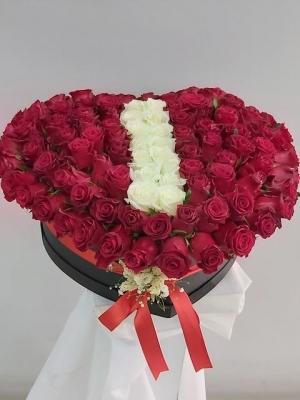 Kutuda Kırmızı Güller Harfli