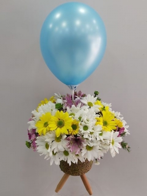 Ayaklı Vazoda Balonlu Erkek Bebek Çiçeği